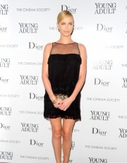 Charlize Theron mini.